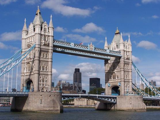 ทัวร์อังกฤษ ลอนดอน เบลฟาสต์ ไททานิก เอดินเบิร์ก คาร์ดี๊ฟ เวลส์ 10วัน 7คืน บิน Thai Airways