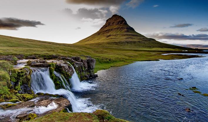 ทัวร์ไอซ์แลนด์ เรคยาวิก น้ำตกกูลล์ฟอสส์ น้ำพุร้อนเกย์ซีร์ ภูเขาคีร์กจูเฟล 10วัน7คืน บินThai Airways